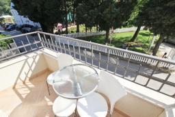 Балкон. Черногория, Петровац : Студия с балконом с видом на море, 50 метров от пляжа