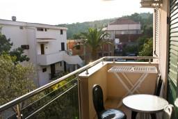 Балкон. Черногория, Петровац : Апартаменты с отдельной спальней, с балконом