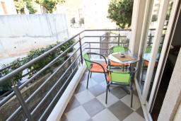Балкон. Черногория, Петровац : Апартамент с отдельной спальней, с балконом