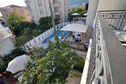 Вид. Черногория, Петровац : Апартаменты с отдельной спальней