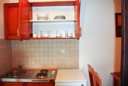 Кухня. Черногория, Петровац : Апартаменты с отдельной спальней