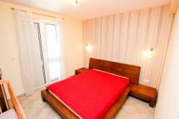 Спальня 2. Черногория, Петровац : Апартаменты на 6 персон, 2 спальни, с террасой на первом этаже, 30 метров от пляжа