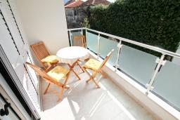 Балкон. Черногория, Петровац : Уютный апартамент в 30 метрах от моря