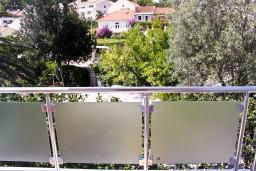 Вид. Черногория, Петровац : Апартамент с террасой, 30 метров от пляжа
