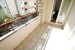 Балкон 2. Черногория, Петровац : Апартаменты на 6-8 человек, 2 спальни, 2 балкона