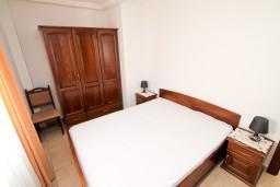 Спальня. Черногория, Петровац : Апартамент на втором этаже с балконом