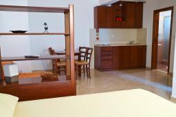 Студия (гостиная+кухня). Черногория, Петровац : Студия в Петроваце в 10 метрах от моря