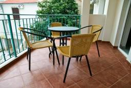 Терраса. Черногория, Петровац : Апартамент в Петроваце на третьем этаже в 10 метрах от пляжа