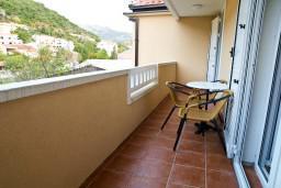 Балкон. Черногория, Петровац : Апартамент в Петроваце с балконом