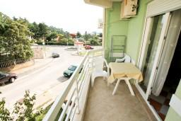 Балкон. Черногория, Петровац : Апартамент с отдельной спальней, с видом на море