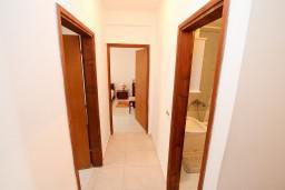 Коридор. Черногория, Петровац : Апартамент с 3 спальнями с видом на море