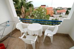 Балкон. Черногория, Петровац : Апартамент с 3 спальнями с видом на море