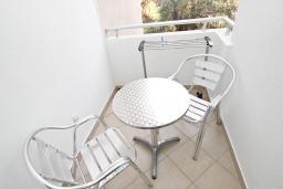 Балкон. Черногория, Петровац : Апартаменты в Петроваце в 150 метрах от моря