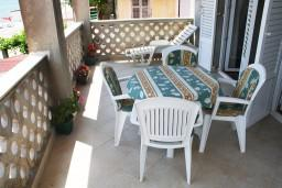 Черногория, Игало : Апартамент с отдельной кухней, спальней, с балконом и видом на море