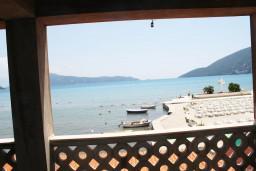 Вид на море. Черногория, Игало : Апартамент с отдельной кухней, спальней, с балконом и видом на море