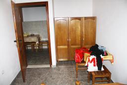 Спальня 2. Черногория, Мельине : Апартамент для 5 человек с двумя отдельными спальнями, с балконом и видом на море