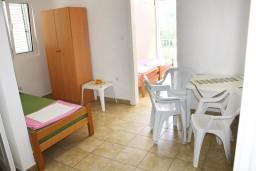 Гостиная. Черногория, Мельине : Апартамент с отдельной спальней, с балконом и видом на море