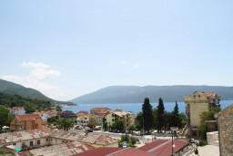 Вид на море. Черногория, Мельине : Апартамент с отдельной спальней, с балконом и видом на море