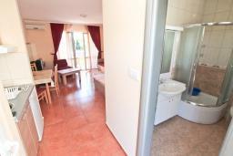 Студия (гостиная+кухня). Черногория, Игало : Уютная студия с балконом с видом на море