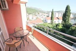 Балкон. Черногория, Игало : Уютная студия с балконом с видом на море