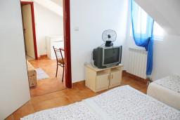 Спальня. Черногория, Игало : Апартамент на 3 этаже на 4 человек на вилле с бассейном