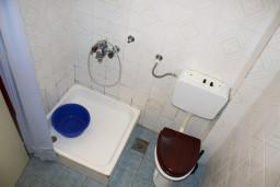 Ванная комната. Черногория, Игало : Студия на 2 этаже с балконом на берегу детского пляжа