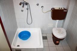 Ванная комната. Черногория, Игало : Студия на 3 этаже с балконом