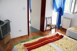 Спальня. Черногория, Игало : Апартамент на 2 этаже на 5 человек с балконом