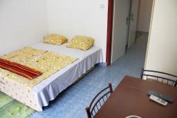 Гостиная. Черногория, Игало : Апартамент на 2 этаже на 5 человек с балконом