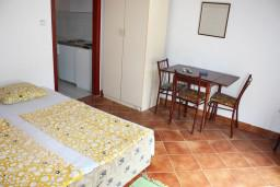 Гостиная. Черногория, Игало : Апартамент на 3 этаже на 5 человек с балконом