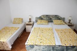 Спальня. Черногория, Игало : Апартамент на 3 этаже на 5 человек с балконом