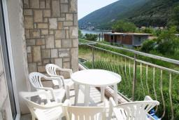 Балкон. Черногория, Игало : Апартамент на 3 этаже на 5 человек с балконом