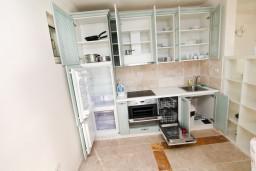 Кухня. Черногория, Святой Стефан : Люкс апартамент с одной спальней на Святом Стефане