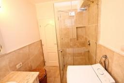 Bath room. Montenegro, Sveti Stefan : Apartment with 1 bedroom in Sveti Stefan