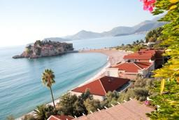 Вид на море. Черногория, Святой Стефан : Люкс апартамент с одной спальней на Святом Стефане
