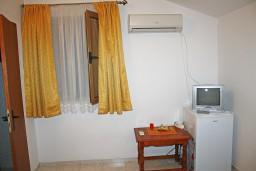 Черногория, Игало : Уютная комната для 2-их, на вилле есть ресторанчик для гостей