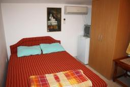 Черногория, Игало : Комната с французской кроватью и кондиционером