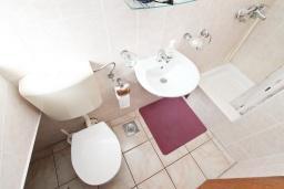 Ванная комната. Черногория, Герцег-Нови : Студия с балконом и видом на море