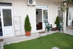 Терраса. Черногория, Игало : Уютная студия в Игало со всеми удобствами.
