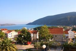 Вид на море. Черногория, Игало : Студия  со всеми удобствами, комфортабельной мебелью и видом на море.