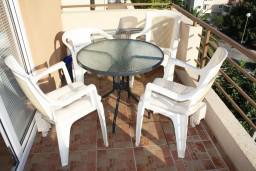 Балкон. Черногория, Игало : Студия  со всеми удобствами, комфортабельной мебелью и видом на море.