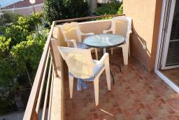 Балкон. Черногория, Игало : Комфортабельная студия с балконом и видом на море.