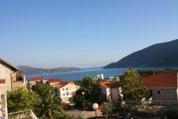 Вид на море. Черногория, Игало : Комфортабельная студия с балконом и видом на море.