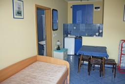 Черногория, Игало : Синяя студия для 2-х на первом этаже.