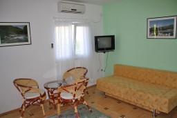 Черногория, Игало : Зеленая студия на 3-х человек на втором этаже.
