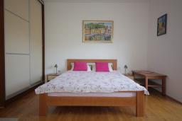 Студия (гостиная+кухня). Черногория, Игало : Большая современная студия на втором этаже