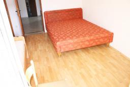 Двухкомнатная квартира 36м2 с отдельной спальней и балконом, вид на море и на сад, 2 этаж в Дженовичи