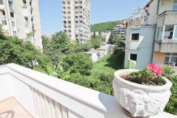 Вид. Черногория, Игало : Апартамент с отдельной спальней, с большим балконом, 50 метров до моря