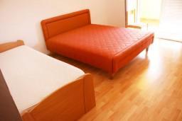 двухкомнатная квартира 38м2 с отдельной спальней и балконом, вид на море и на сад, 2 этаж в Дженовичи