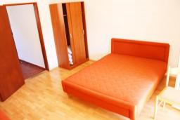 двухкомнатная квартира 41м2 с отдельной спальней и балконом, вид на море и на сад, 2 этаж в Дженовичи